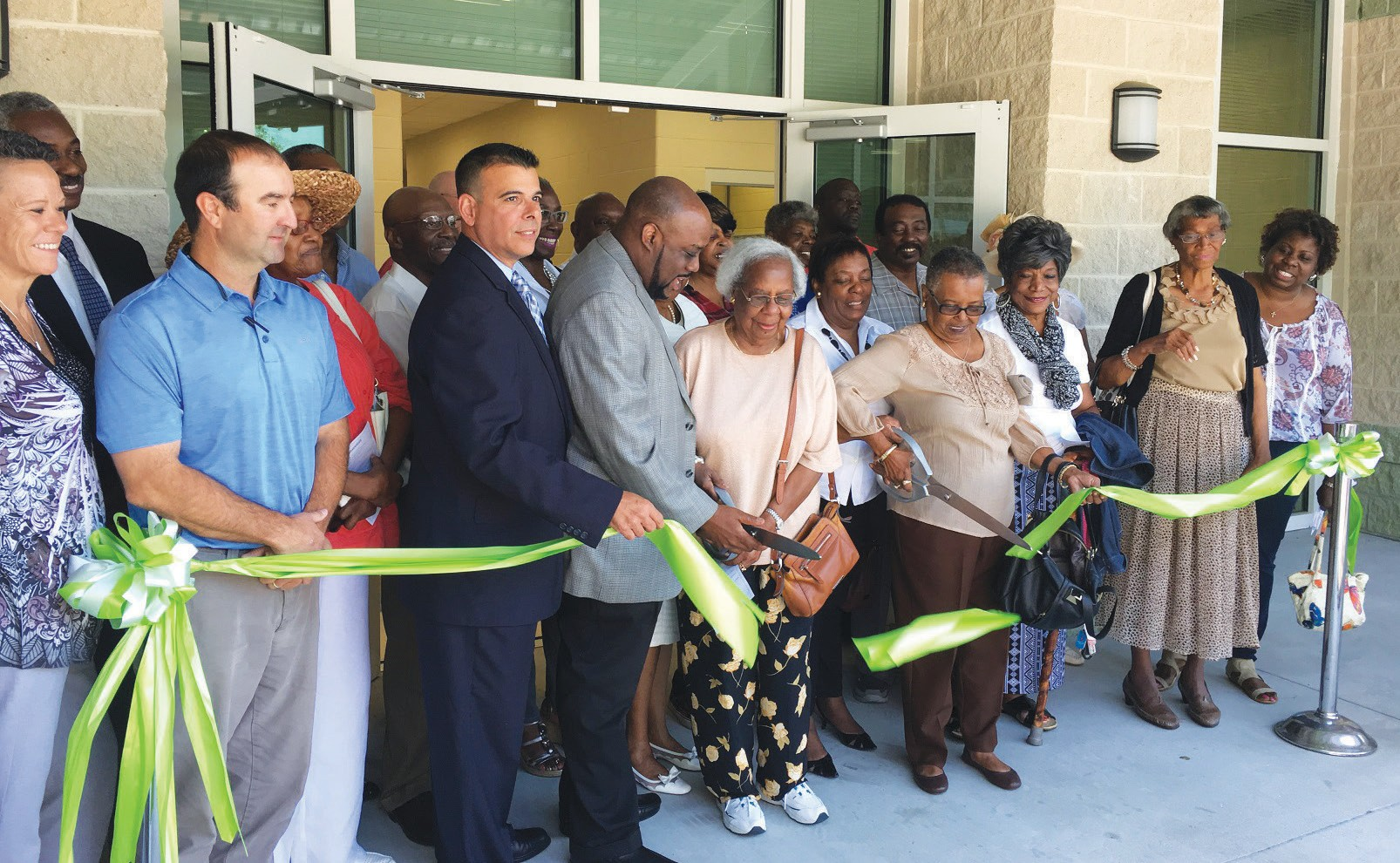 Alderman Van Johnson, CM Hernandez and community members cut ribbon on the renovated Tompkins Regional Center