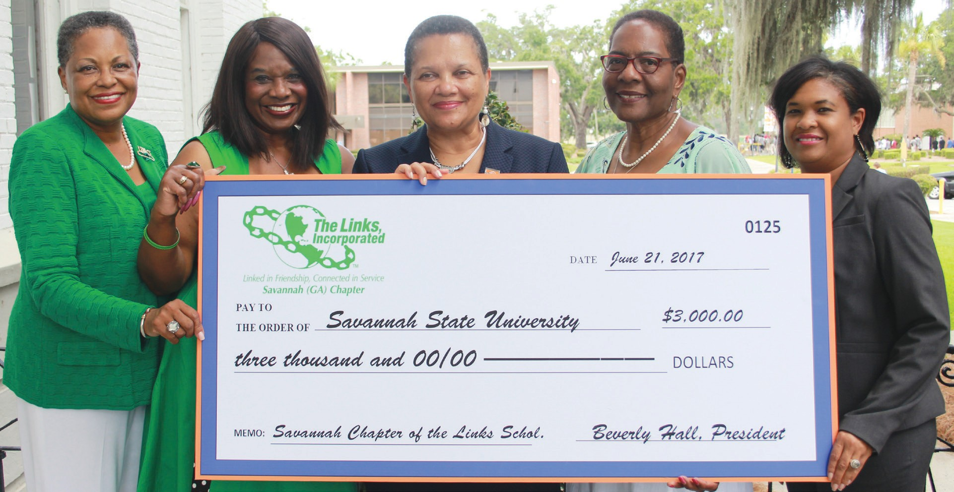 L-R: Shevon Carr, Savannah Chapter Links President Beverly Hall, SSU President Cheryl D. Dozier, Wanda Lloyd and Patrice Grant.