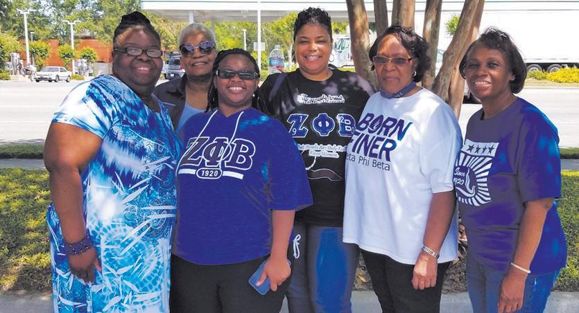 Zetas volunteer for the Susan G Komen Race for the cure